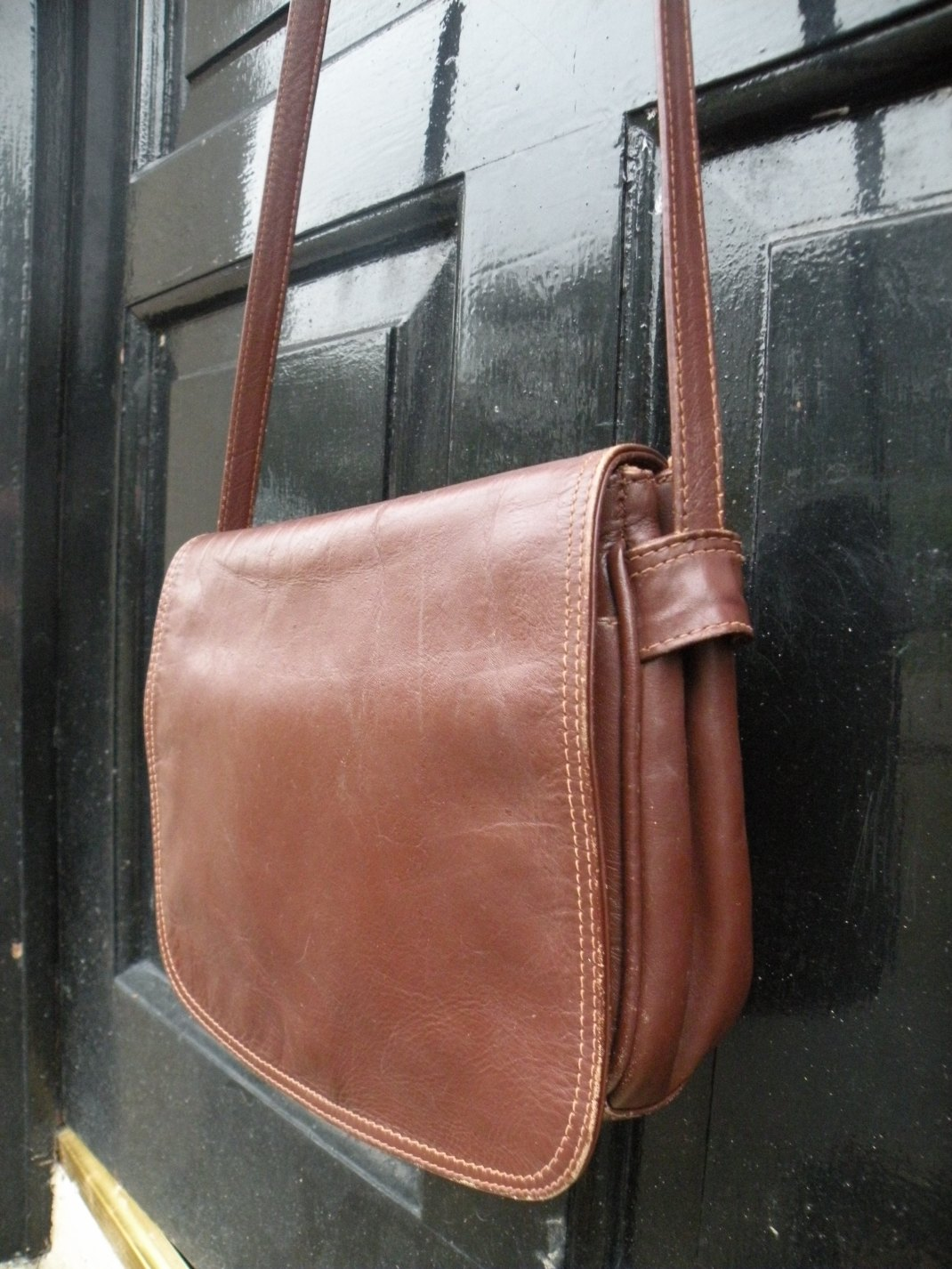 chosen-handbag-on-door